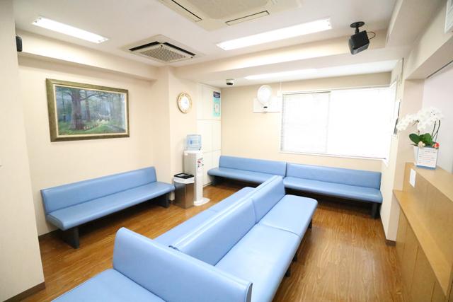 医療法人財団宏寿会 嶋崎内科医院の待合室